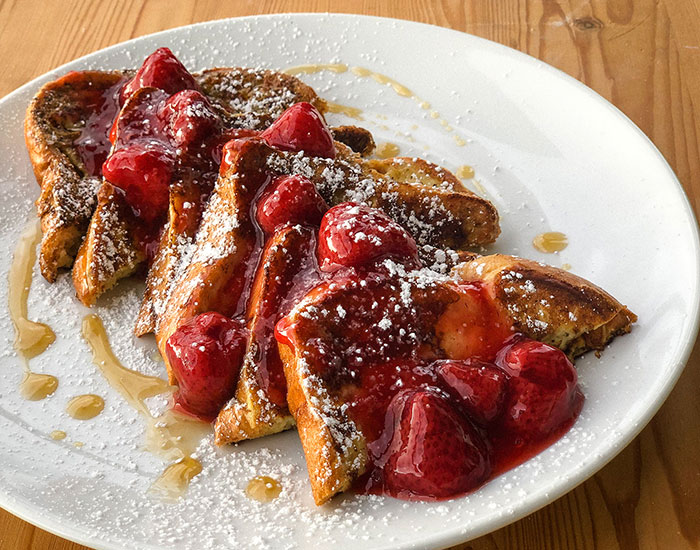 french-toast with strawberries